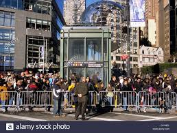 macy s thanksgiving day parade new york city crowd of