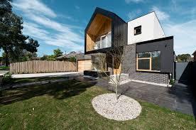 Home Courtyard Striking Modern Home In Australia Wraps Around A Central Courtyard