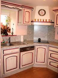 cuisine framboise 08 cuisine laque blanche et rechi framboise hotte encastrable