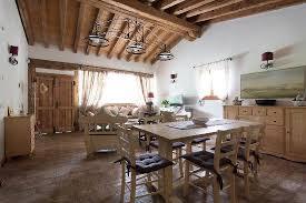 salotto sala da pranzo salotto e sala da pranzo cottage foto di la casa di cagna