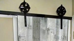 Diy Barn Door Track by On The Fly Diy U0027 Sliding Barn Door Youtube