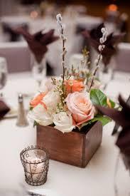 composition florale avec des roses décoration printanière et composition florale avec saule