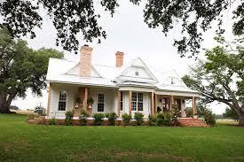 new farmhouse plans farmhouse fixation white farmhouses farm and foundry