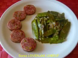 la cuisine lyonnaise saucisse lyonnaise et ses petits pois mange tout recette de