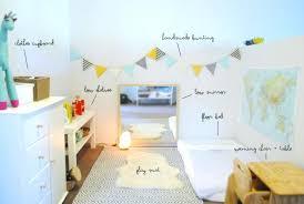 bureau bebe fille miroir chambre bebe chambre montessori amacnagement tapis blanc a