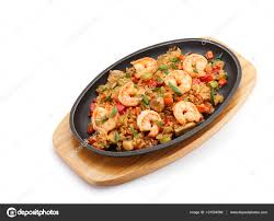 cuisine fond blanc cuisine japonaise riz aux légumes et crevettes isolé sur fond