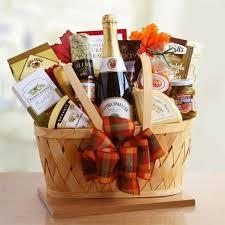 picnic gift basket mer enn 25 bra ideer om picnic gift basket på