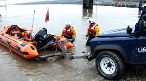 land rover rnli flint lifeboat 23 01 11 youtube