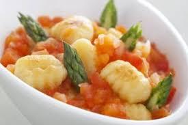 cuisiner des gnocchis recette de gnocchis de pommes de terre et asperges concassée de