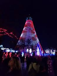 eiffel tower christmas lights amazing light show on tower picture of kings island mason