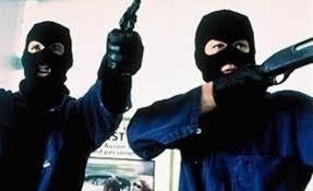 ufficio cambi agno uomini armati rapinano ufficio cambi ecco l identikit dei