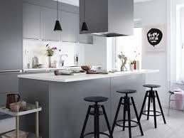 cuisine blanche et grise cuisine blanc et grise blanche moderne i cc 82lot central tabourets