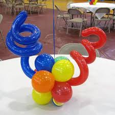 balloon centerpiece balloon centerpieces ideas graduation balloon centerpiece ideas