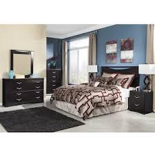zanbury 4 piece queen bedroom set in merlot nebraska furniture mart