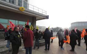bureau de poste a proximité 94 plus d une centaine de facteurs manifestent contre la réforme