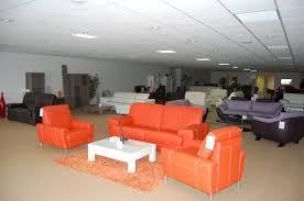 magasin de canapes vente aux encheres entier contenu d un magasin meubles canapes