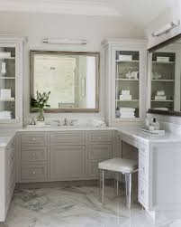 Mirrored Bathroom Vanities by Best 25 Transitional Bathroom Ideas On Pinterest Transitional