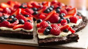 gluten free brownie and berries dessert pizza recipe