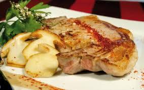 cuisiner cote de veau recette côtes de veau aux chignons de saison et piment d