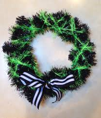 How To Make Halloween Wreath How To Make A Spooky And Simple Diy Halloween Wreath Cuddles