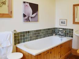 sugar hill farm ref ivc in fellbeck near pateley bridge house bathroom is attractively decorated and features a shower over the bath sugar hill farm fellbeck near pateley bridge
