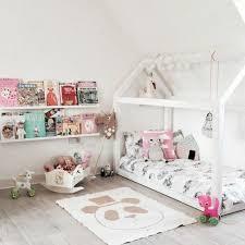aménagement chambre bébé 1001 idées pour aménager une chambre montessori aménagement