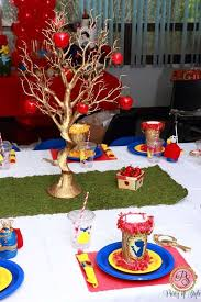 Decorate Table For Birthday Party Best 25 Snow White Centerpiece Ideas On Pinterest Snow White