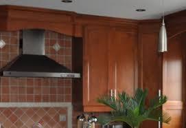 cuisine merisier cuisine en bois merisier modèle shaker couleur vénitien armoires