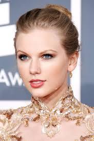 taylor swift lob haircut how taylor swift hairstyles taylor swift s curly straight short