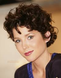 short hairstyle with tapering along the sides for natural curl