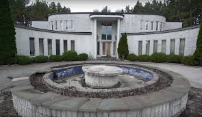 youtube abandoned places these guys stole into a crime kingpin s abandoned mansion and