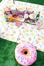 Backyard Movie Party by How To Throw A Fun Diy Movie Night Party Brite And Bubbly
