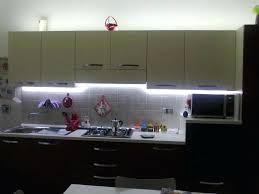 bande led cuisine cuisine led ruban led sous meuble cuisine