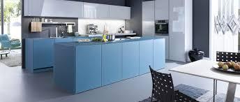 cuisine facade verre cuisine bleu pétrole avec façades en verre photo 4 15