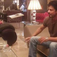 shah rukh khan clicked inside his house mannat sneak peek into