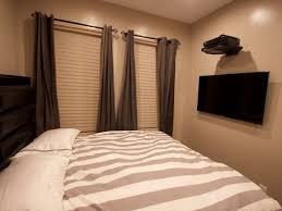 beautiful new 4 bed duplx just built w backyard u003e15 min train ride