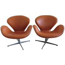 pair of vintage arne jacobsen fritz hansen swan chairs for sale at