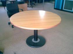 table ronde de bureau table ronde de bureau en bois merisier avec pied noir 120cm de