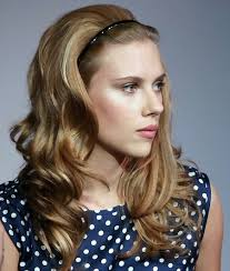 shoulder hairstyles with volume scarlett johansson big volume mid length curly hair with headband