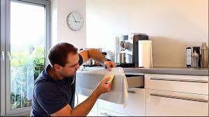 küche mit folie bekleben klebefolie nahtlos um kanten und ecken verkleben