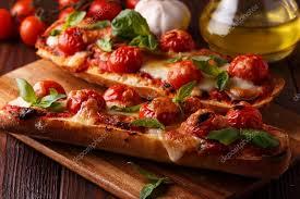 une marguerite en cuisine marguerite de la pizza mozzarella et tomates cerises basilic sur