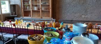 necessaire de cuisine installée dans la grange la cuisine d été vous offre un équipement