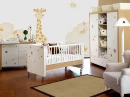 chambre bébé moderne design interieur idée chambre de bébé moderne deco girafe etoiles