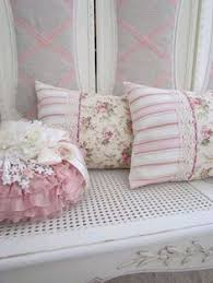 i love the pillows on this couch shabby chic vintage