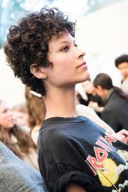 shoulder length layered haircuts for curly hair best 25 curly pixie cuts ideas only on pinterest curly pixie