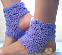 Tiny Flower Crochet Pattern - small crochet projects that you can stitch in just one day