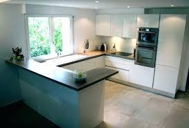 cuisine ouverte petit espace agencement de cuisine ouverte cuisine blanche ouverte sur salon