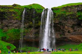 seljalandsfoss waterfall is one of the most famous waterfalls of