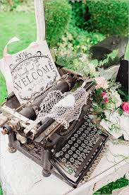 Shabby Chic Wedding Accessories by Best 25 Vintage Wedding Centerpieces Ideas Only On Pinterest