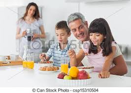cuisine famille manger famille ensemble petit déjeuner heureux cuisine